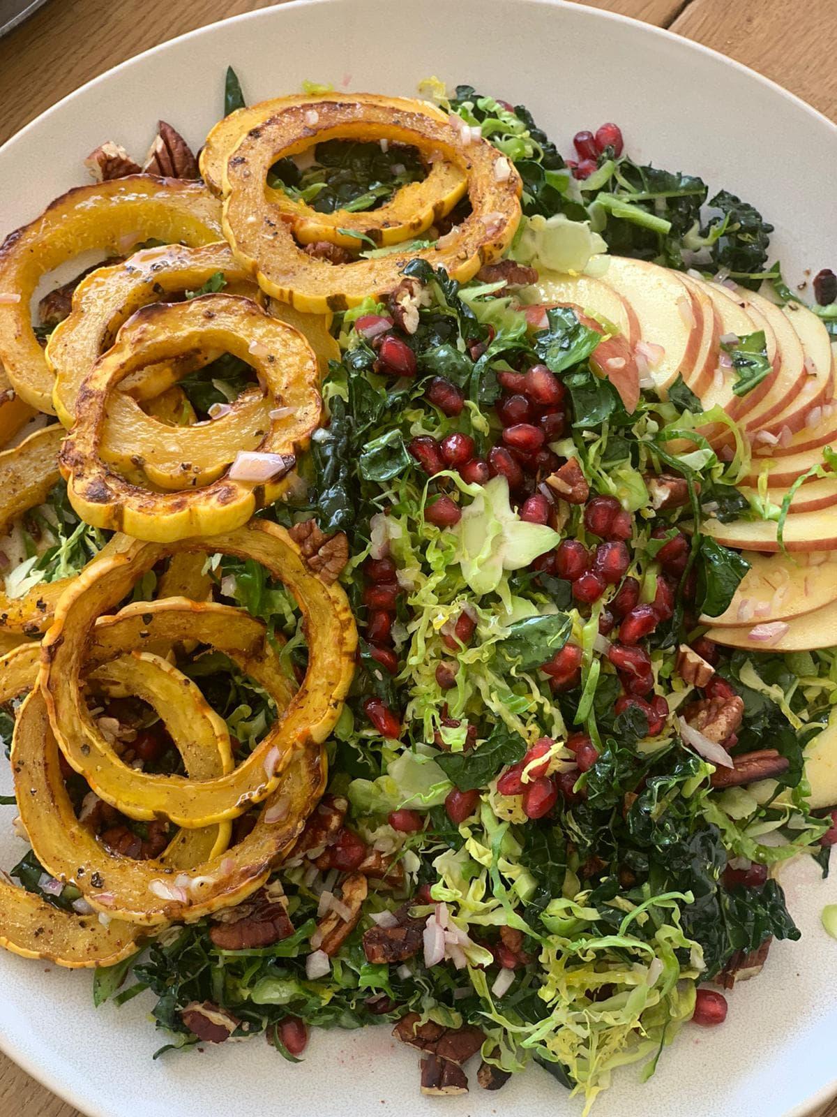 Ensalada de Kale y Calabaza Delicata Rostizada
